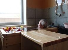 浴室、キッチン完成、入湯式